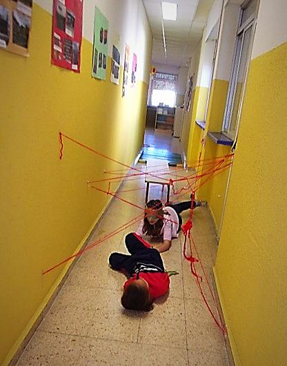 Gymkhana en el Colegio El viaje de los refugiados en el CEIP Filósofo Séneca.
