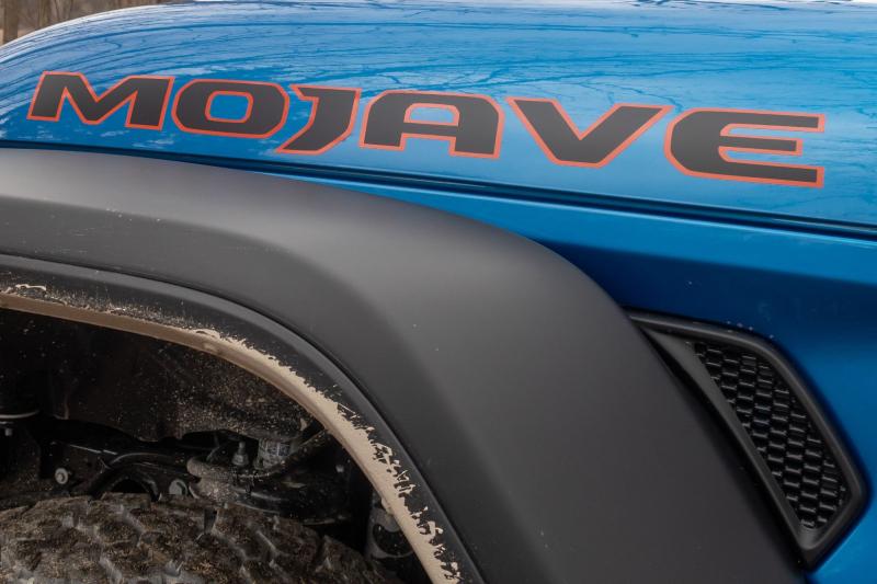 2020 Jeep Gladiator Mojave Hood Lettering