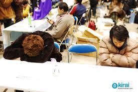 Jóvenes japoneses durmiendo