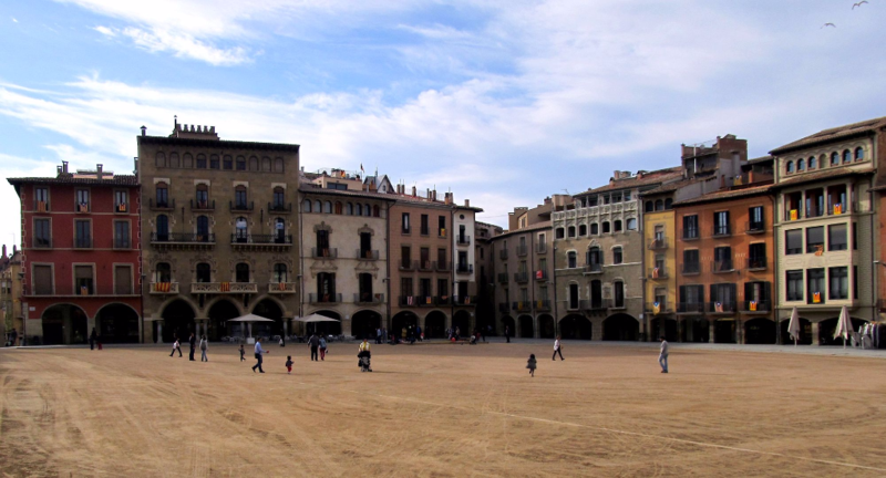 Vic,_Plaça_Major_(april_2013)