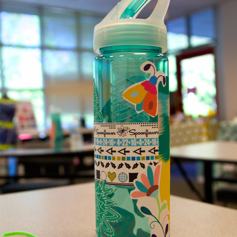 Students kicked off the weekend by decorating water bottles with woven wallpaper!